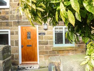 SADDLE COTTAGE, stone, woodburner, WiFi, pet-friendly, in Osmotherley, Ref