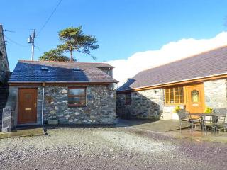 CWT Y CI, ground floor studio, pet-friendly, WiFi, private courtyard, shared garden, in Pentir, Llanberis, Ref 925315