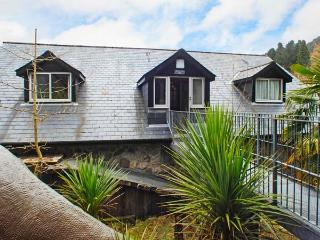 BRECON COTTAGES - CROWS NEST 1, cosy cottage, with shared swimming pool, National Showcaves, single-storey, near Pen-Y-Cae, Ref. 925421, Pen-y-cae