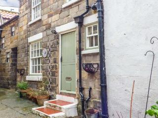 BULMERS COTTAGE, open plan, pet-friendly,multi-fuel stove, in Staithes, Ref 9260