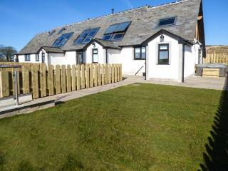 DAISY COTTAGE luxury accommodation, en-suite, underfloor heating, hot tub,WiFi in Baycliff Ref 926824