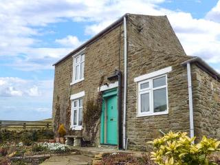 ROSE COTTAGE, pet-friendly, WiFi, lots of walking and cycling nearby, woodburner, Rookhope, Ref 928604