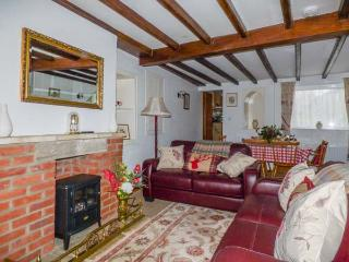 ALFIE'S PLACE, pet-friendly, country holiday cottage, with a garden in Pickering, Ref 929272