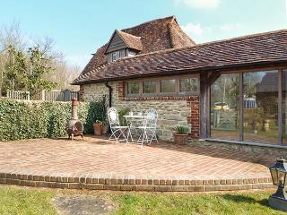 THE GRANARY luxurious wing of owner's home, stylish, romantic, beams, Pulborough Ref 930496