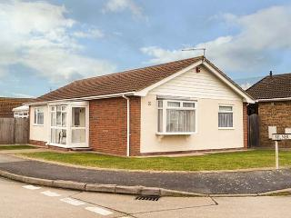 ECHO BEACH spacious, detached bungalow, village loaction, WiFi, beach nearby in Seasalter Ref 932511