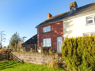 WAUN COTTAGE, semi-detached, enclosed garden, WiFi, near Rhayader, Ref 932946
