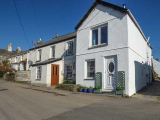 WILLOW COTTAGE, woodburner, close to beaches, pet-friendly, Delabole, Ref 933724