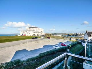 APARTMENT 46 luxury fourth floor apartment, sea views, pet-friendly, WiFi in Newquay Ref 933962