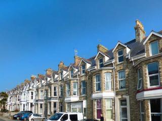 THE LOFT centre of town, parking, pet-friendly, WiFi in Newquay ref 934563