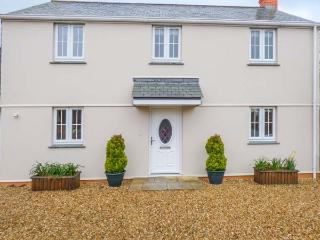 BLUEBELL COTTAGE, detached, woodburner, lawned garden, near beaches, in St Just in Roseland, Ref 934575