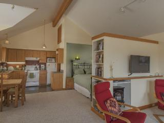 LOWEST RATES plus 3rd Night FREE ! OCT. - FEB, Friday Harbor