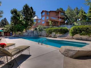 Mt Rose Chalet - private pool, views, sleeps 20!, Reno
