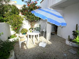 """Beach Townhouse"" 2 minutes walk to everywhere including the beach !"