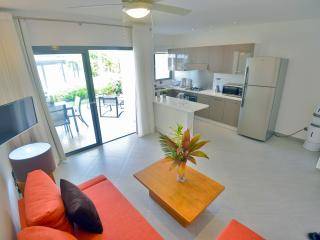 1-bdrm condo in beachfront complex (E2)