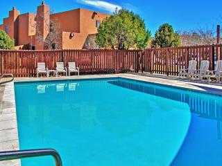 Enjoyable 2BR Moab Townhome at Moab Golf Club w/Wifi, Private Patio & Excellent Red Rock Views - Minutes to Downtown, Arches Nat'l Park, Recreational Trails & So Much More!