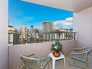 Royal Kuhio Condo, w/ Full Kitchen & Free Parking, Honolulu