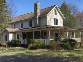 Spacious Mountain House- Close to Everything!!, East Stroudsburg