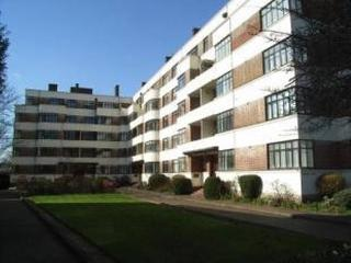 1 bedroom flat in quiet location in Surbiton