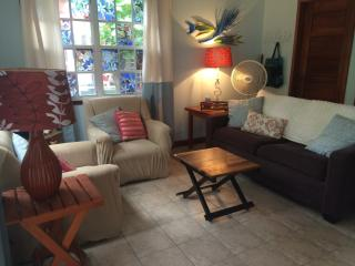 Mayflower Casita- pool/beach loungers 2 min walk, San Pedro