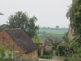 Cotswold stone cottage. Alice's Loft. Cosy cottage