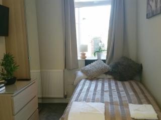 Beechfield Room 2 (Sleeps 1), Doncaster
