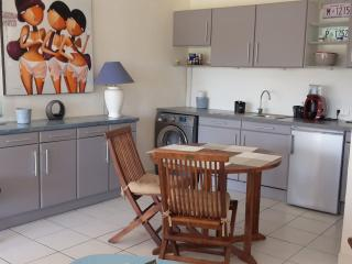 Charming house for family or friends - beach close, Orient Bay