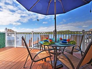Incredible 2BR + Loft Hollywood Waterfront Townhouse w/Wifi, Bikes, Dock & Direct Ocean Access! Just 20 Minutes to Miami & 300 Steps to the Beach! Great week and month discounts!