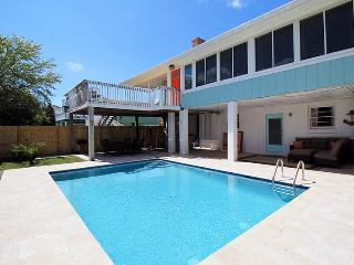 The Island Star - 1 Block From The Beach - Private Swimming Pool