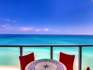 Penthouse condo w/ resort amenities, ocean views, and more!, Miami Beach