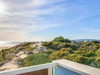 Spacious & oceanfront condo w/ easy beach access and great water views!, Oceano