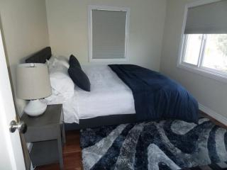 Furnished 2-Bedroom Condo at Highland Ave & 40th St Manhattan Beach