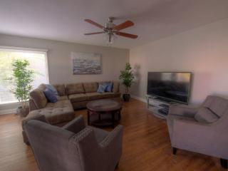 3b/2bth, Beautiful Tree Lined Street!, Burbank