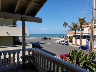 Spacious 7 Bedroom just steps away from Beach, Carlsbad