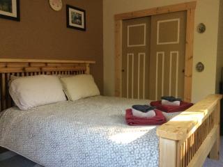 Nomadic Bull B&B - Cedar Room