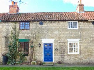 KATE'S COTTAGE, mid-terrace, en-suite, woodburner, parking, courtyard, in