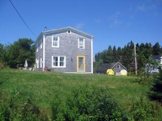 Charming Fisherman's Cottage Near Crescent Beach ~ RA71963, Petite Riviere