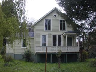 1860's Victorian Farmhouse w/1 acre, Petaluma