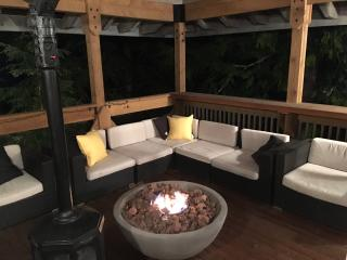 Beautiful 5 Bed Chalet Two Minutes from Creekside, Whistler