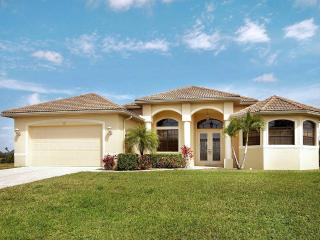 Villa Kayla - Gulf Access Heated Pool Home near Golf Club
