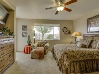 Classy Ground Floor 3 Bedroom Condo at Las Palmas with Great Views, Saint George