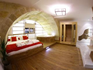 Loft w/ Jacuzzi, Sauna, Hammam & Cinema