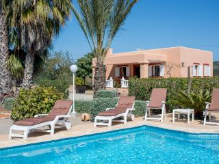 Idyllic villa with pool/bbq/beaches, Santa Eulalia del Río