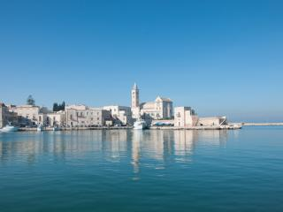 Balcone sul Porto: Panoramic Seafront Apartment, Trani