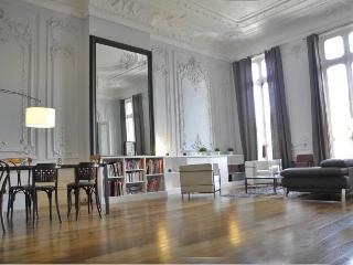 Haussmanien 180m2 plein centre, 3 ch. 60m2 salon, Marsella