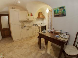 cucina abitabile con l'accesso sulla sala