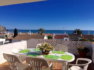 Casa Carmo, seaviews, 2 minutes walk to the beach., Luz