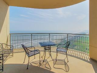 Luxurious Gulf front condo with a communal pool, hot tub & tennis!