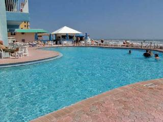 ***  $1100 / 2BR- 2BA Jul 4th week on the Beach ***