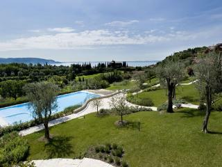EXCLUVISE BRAND NEW GOLF CLUB VILLA. POOL & LAKE, Toscolano-Maderno