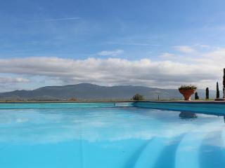 Cortona Villa Sleeps 5 with Pool Air Con and WiFi - 5229600